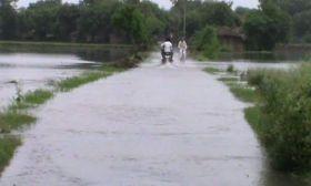 अलीगढ़ में रजवाहा कटा, सैकड़ों एकड़ फसल पानी में डूबी