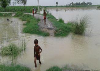 तेजी से बढ़ रहा है गंगा और रामगंगा का जलस्तर, खौफ में जी रहे लोग