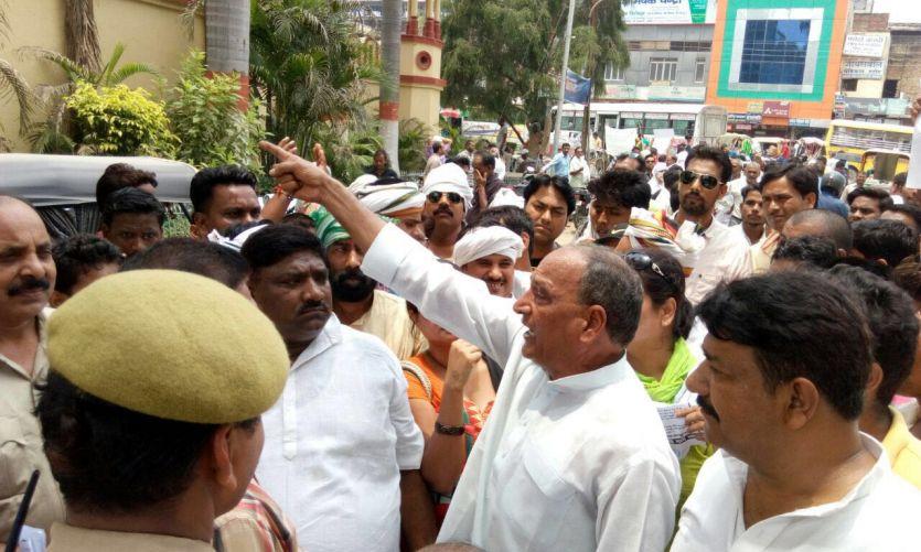 BIG BREAKING सपा जिलाध्यक्ष के विवादित बोल, मालवीय जी की हत्या के लिए हुआ था RSS का गठन