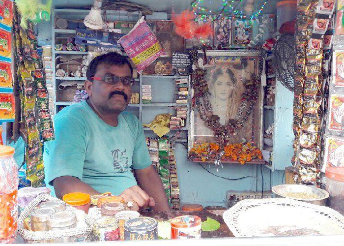 #kabali रजनीकांत के फैन जैसी है इनकी दीवानगी, दिव्या भारती की करता है पूजा