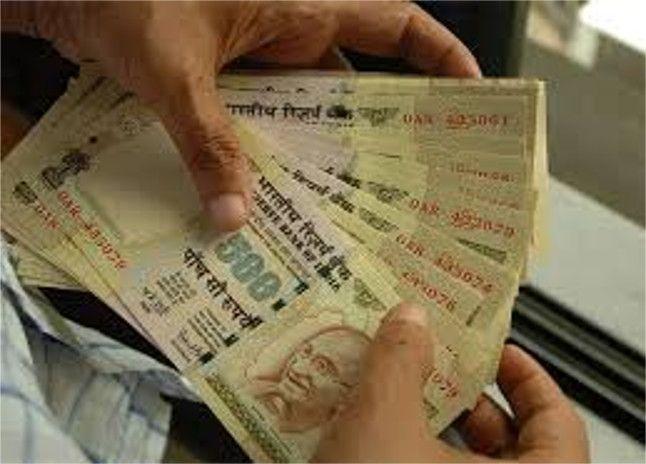 100 महिलाओं के डेढ़ लाख रुपए लेकर गायब हुई महिला