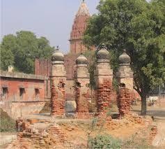 विजयी होने के लिये आल्हा ने इस मंदिर में बनवाया था सोने का हवन कुंड