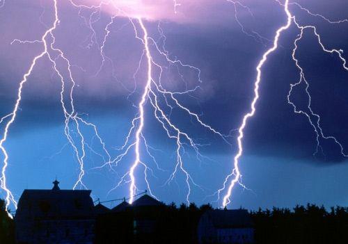 आकाश से गिरी बिजली ने ली किशोरी की जान
