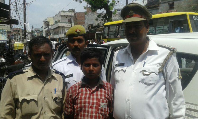 BREAKING NEWS वाहन चेकिंग में जौनपुर से अपहृत छात्र काशी में बरामद