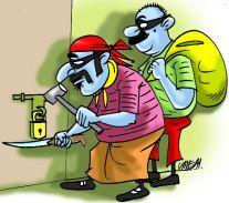 दो घरों से चोरों ने उड़ा दिया लाखों का समान
