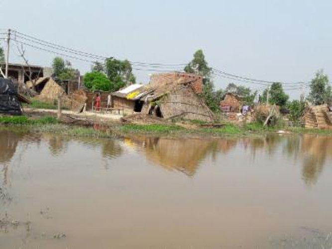 बांदा में बारिश का कहर, एक गांव हुआ जलमग्न