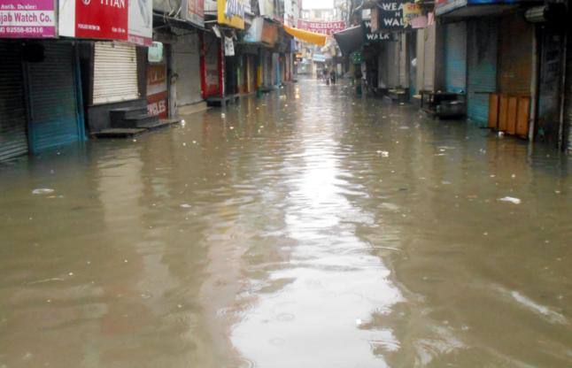 Heavy Rain Relief From The Heat, Waterlogging Make Trouble - भारी बरसात से लोगों को गरमी से राहत, जलभराव से परेशानी   Patrika News
