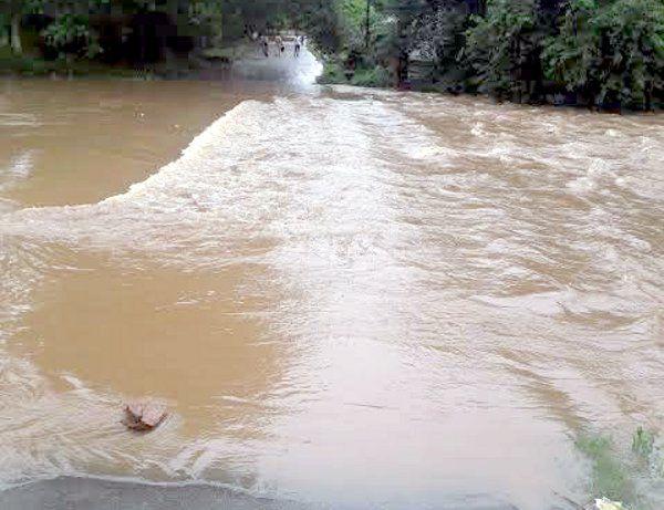 सीधी: चुरहट-अमिलिया मार्ग बंद, शहर से लेकर गांव तक बाढ़ के हालात