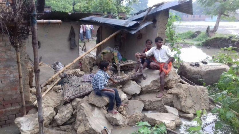 BREAKING NEWS मौत बनकर मकान पर बरसी बारिश