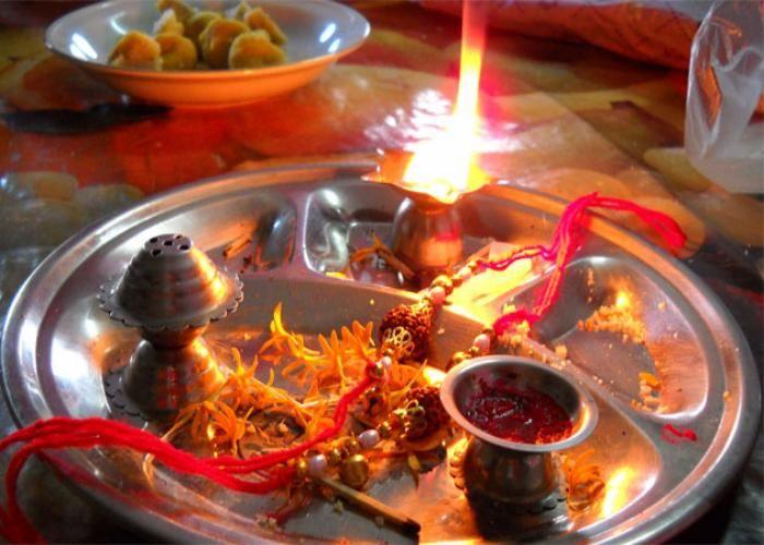 Raksha Bandhan पर लगेगा Chandra grahan, जानें राखी बांधने का शुभ मुहुर्त