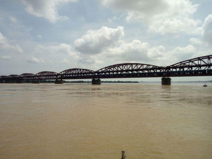 Big Breaking बाढ़ का कहर, कई ट्रेनों का परिचालन रद, कई ट्रेन का बदला रूट