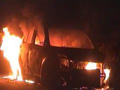 अचानक आग लगने से कार जलकर खाक