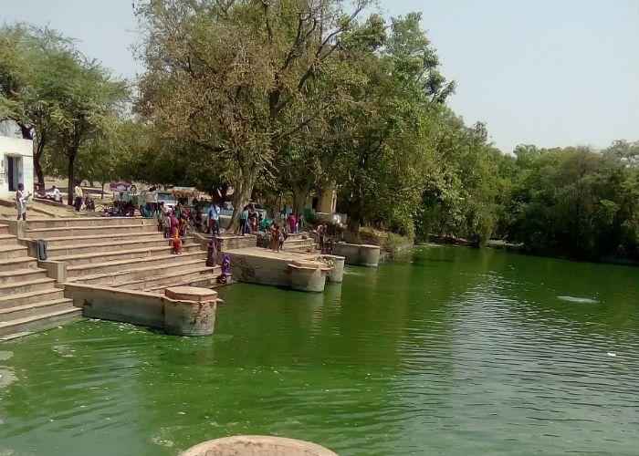 Krishna Janmashtami 2016 Know About Holy Pond In Vritala Village - #Janmashtami यहां श्रीकृष्ण करते थे बाल लीलाएं, कुंड का पानी है 'अमृत' | Patrika News