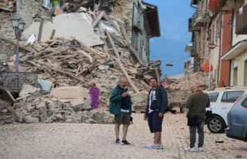 भूकंप से कांपा इटली, अब तक 21 की मौत, कई मलबे में दबे