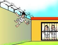 सुरक्षा को ठेंगा दिखा बाल कैदी फरार