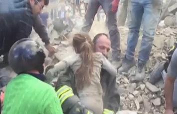 इटली भूकंप: 250 की मौत, 17 घंटे बाद मलबे से जिंदा निकली लड़की