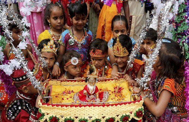 Krishna Janmashtami 2017- दो दिन मनाई जाएगी जन्माष्टमी, आपके लिए ये दिन शुभ!