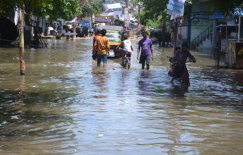 बाढ़ के पानी में नहाने गये युवक और बच्चे की मौत