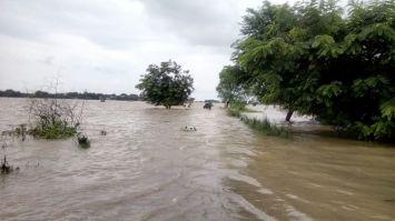 बाढ़ से खतरे में कौशांबी, तबाही का तमाशा देख रहे प्रशासनिक अधिकारी
