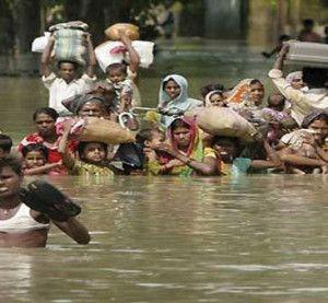 पहले प्रशासन की मार, फिर कुदरत ने किया बेहाल, आखिर कहां जाएं बाढ़ पीड़ित