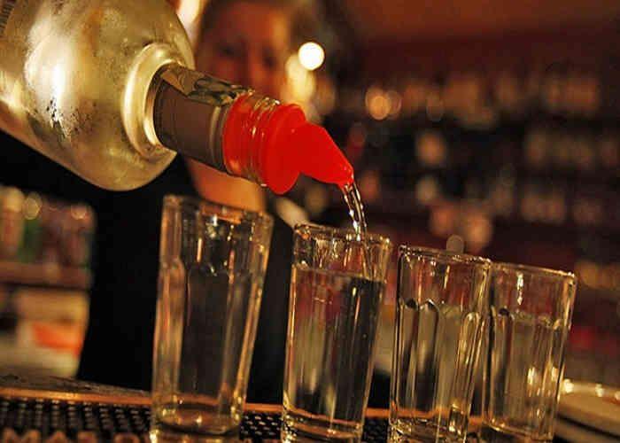 पिकनिक में जहरीली शराब पीने से एक युवक की मौत