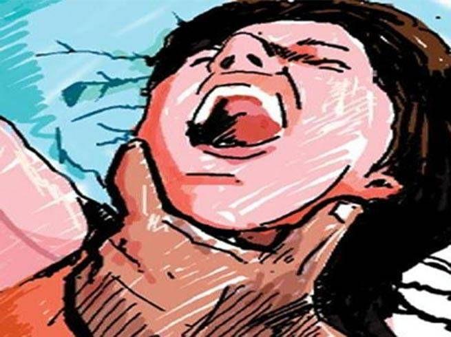 दहेज के लिए विवाहिता का घोंट दिया गला, मौत