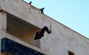 दिनदहाड़े डकैतों का धावा, महिला को छत से नीचे फेंका