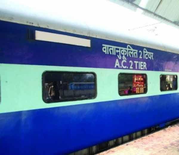 मुंबई में सीट को लेकर हुआ था विवाद, जौनपुर में हुआ हंगामा