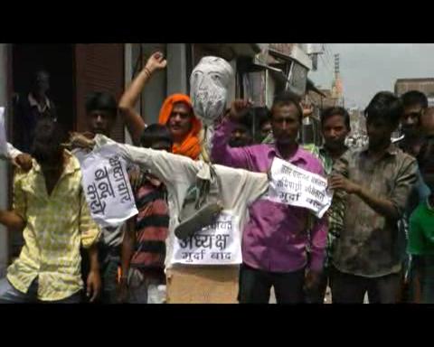 विकास के नाम पर सरकारी धन का 'बंदरबांट', गुस्साए लोगों ने बोला हल्ला