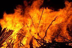 गैस सिलेंडर की आग से तीन दुकानें जल कर राख