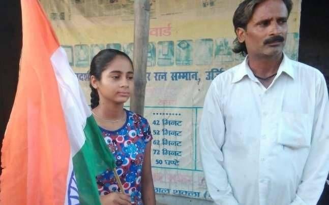 BIG BREAKING: पत्रकार विनोद कापड़ी के आरोप के बाद 'जलपरी' के पिता पर केस दर्ज