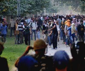 बीएचयू से निलंबित छात्रों के प्रेसवार्ता को पुलिस ने रोका