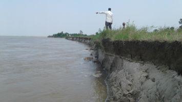 कटान से 40 गांव खतरे में, सरकारनहीं दे रही ध्यान