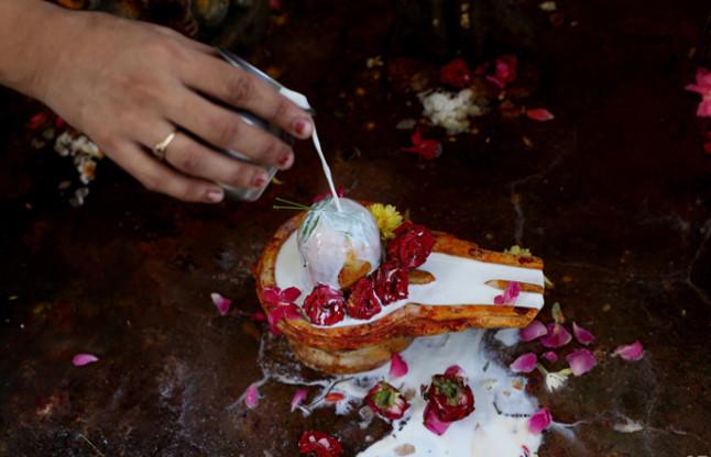 how to worship shivalinga mahadev ke tone totke in