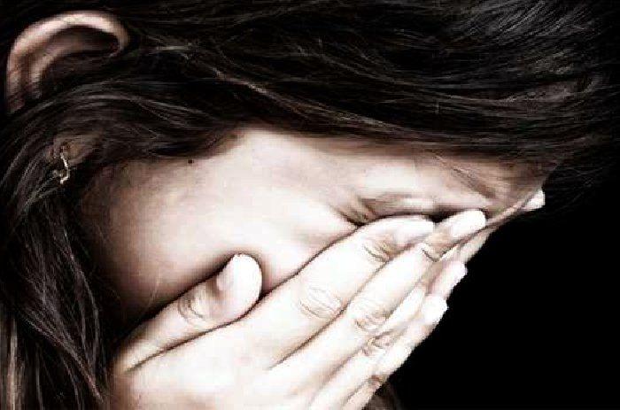 जवान बेटियों ने कहा, बेहोशी की दवा खिलाकर बाप करता है अश्लील हरकत