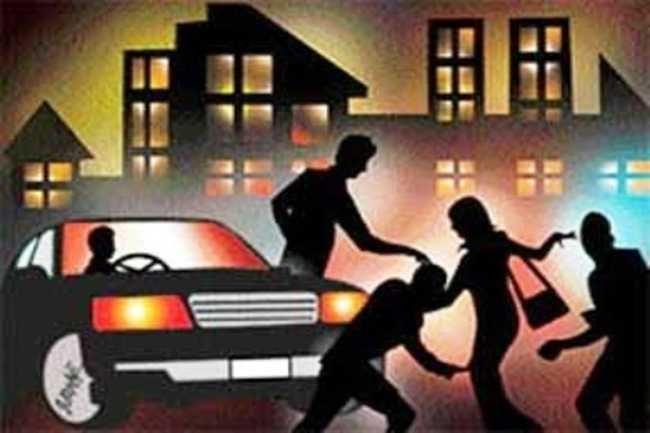 BREAKING: युवती के अपहरण के बाद चलती कार में दुष्कर्म