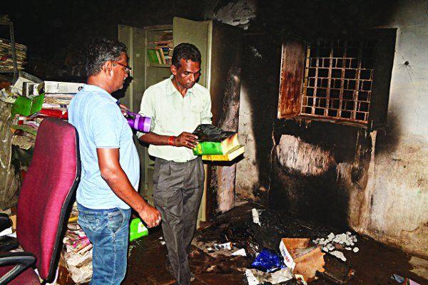 शिकंजा: SATNA एसपी ऑफिस में आग लगाने वालों पर 5 हजार का इनाम