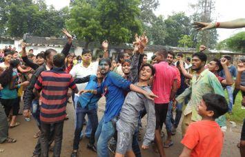 शुरू हुआ विसर्जन झूमते-गाते भक्तों ने कहा गणपति बप्पा मोरया, अगले बरस...