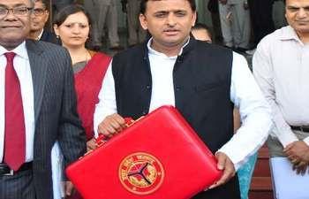 अखिलेश सरकार ने शिक्षकों के लिए दो सौ करोड़ की पोटली खोली