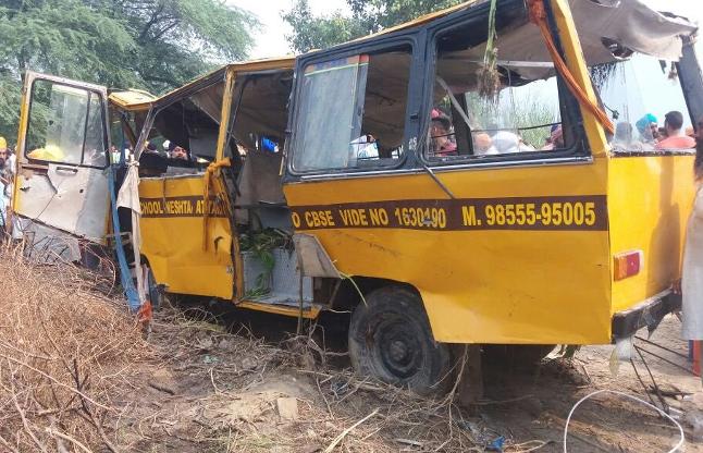 पंजाब: 50 बच्चों सहित नहर में गिरी डीएवी स्कूल की बस, 8 की मौत
