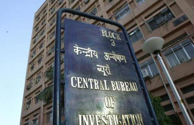 रिश्वतकांड में CBI ने कारोबारियों से पूछा - हवाला रैकेट का IAS से क्या है कनेक्शन