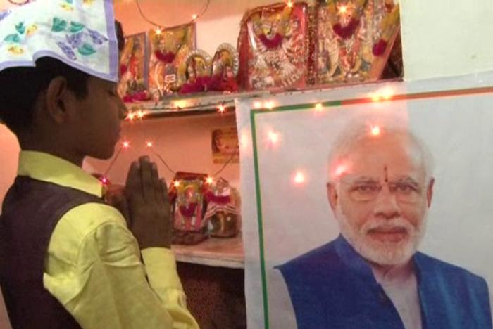 12 साल का अनोखा मोदी भक्त, पूजा करने के बाद खाता है खाना