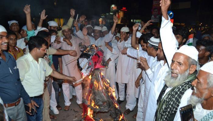 आईएमसी कार्यकर्ताओं ने पाकिस्तान का फूंका पुतला, हमले की मांग