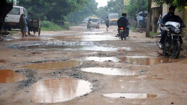 सड़क चोर निकला पीडब्ल्यूडी राज्यमंत्री का खास