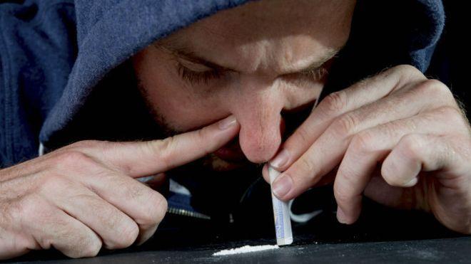 मोबाइल गिरवी रखकर मिलती है यहां मिल रही थी नशीली दवा, पुलिस ने 3 को दबोचा