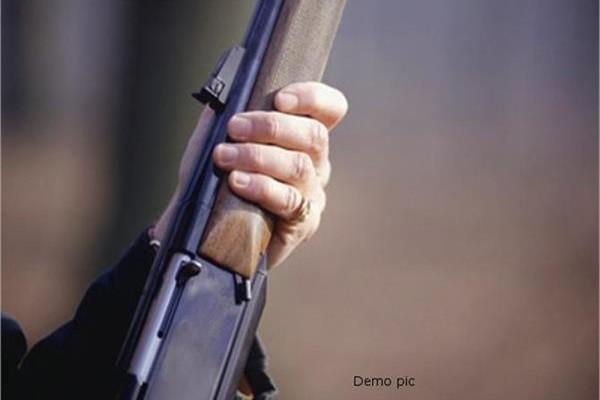 बेखौफ बदमाशों का पुलिस को खुला चैलेंज, सरेआम की फायरिंग
