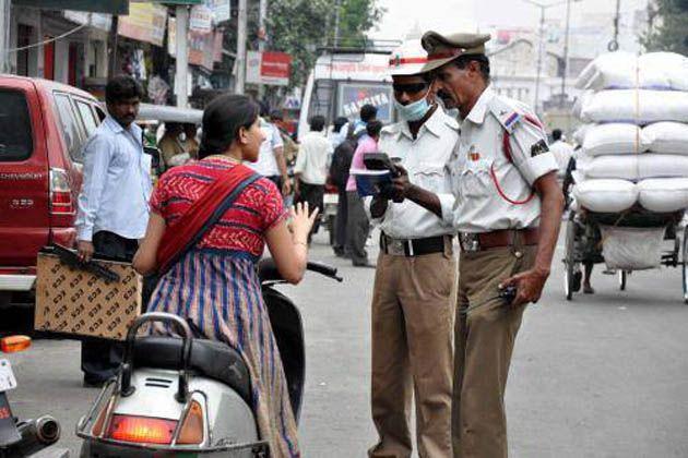 बेटी का चालानकाटातो नेताजी ने पुलिस को दी धमकी, बोले - नौकरी खा जाऊंगा