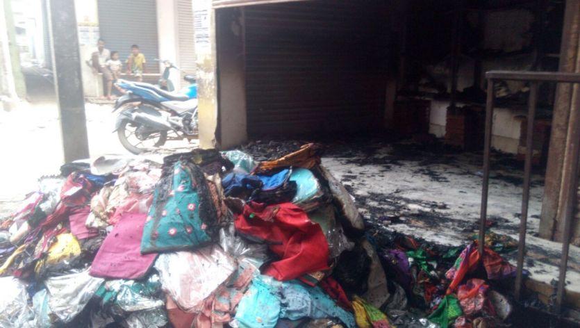 शॉर्ट सर्किट से लगी आग, लाखों का माल स्वाहा