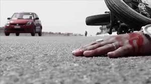 वाहन पलटने से एक की मौत, दो घायल