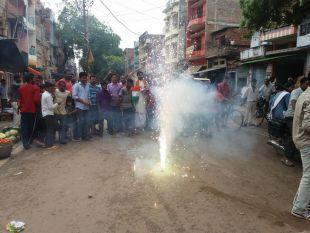 #SurgicalStrikes पीओके में कार्रवाई से हर तरफ जश्न, लोगों ने कहा- सेना को मिले खुली छूट